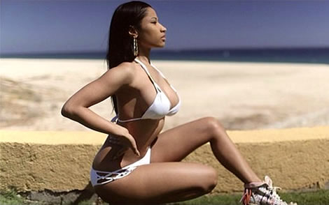 Nicki-minaj-sexy-photos-beach.jpg