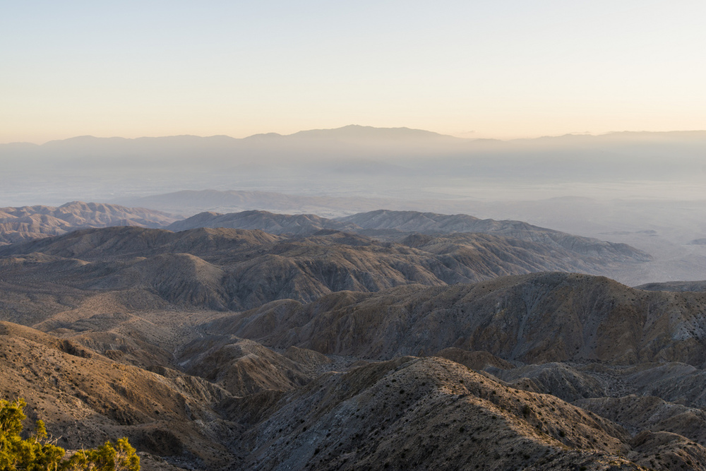 Keys point view at Joshua Tree National Park.just before sunset evenagainstLA smog and harsh sunlight this lens holds up pretty well.