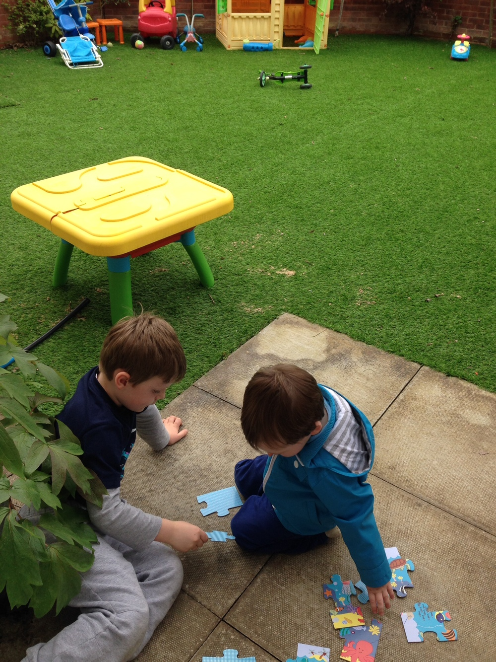 Making puzzles in the garden