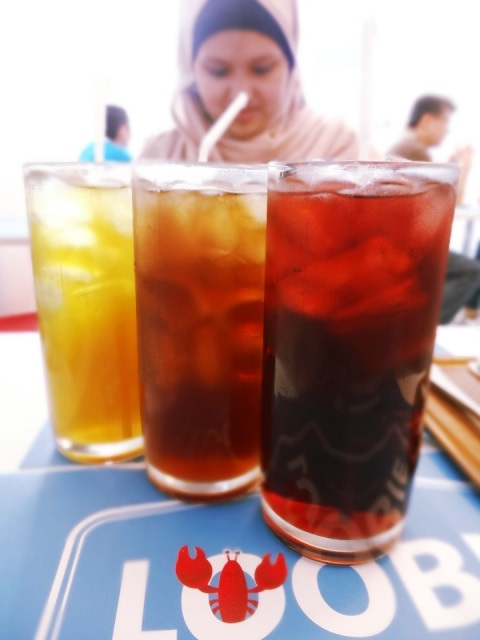 Green tea, lemon tea, blackcurrant (IDR 12,500)