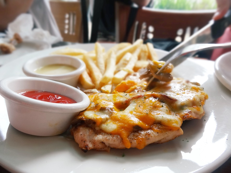 Alice Springs Chicken® - Rp. 125.900 Chicken breast flame-grilled and topped with sautéed mushrooms, crisp strips of beef bacon, melted Monterey Jack and Cheddar and finished with honey mustard sauce. Cheese everywhere!