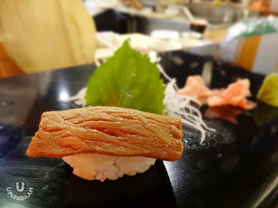 Now, we all have preference. Some love raw sushi the best, but some people (like myself) yearn over 'aburi' style, in which cooking torch is being used to create half-burnt effect, giving your sushi the exceptional texture and aroma. Love this one!