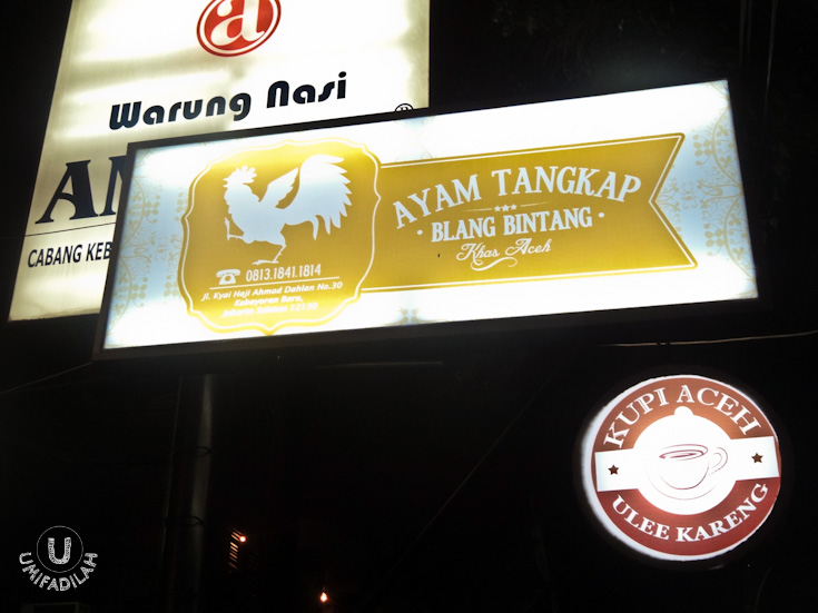 It's located adjacent to Warung Ampera at Kebayoran Baru branch. Not hard to find at all.