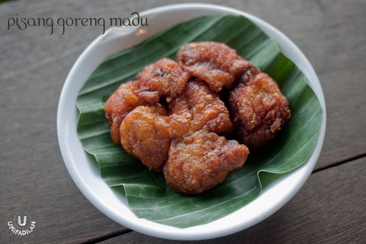 Pisang Goreng Madu.  Honey-coated banana fritters.