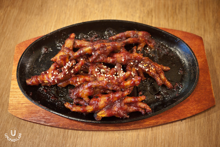 One of the few dishes that I could take photos of. Chilli BBQ Chicken Feet (IDR 65k). I don't really eat chicken feet, but this one - with its burning hot sensation, is something worth considering to try.