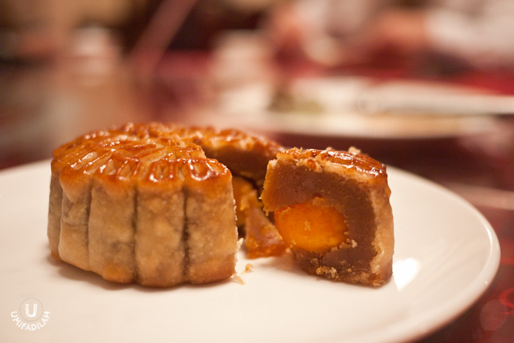 Double Yolk Mooncake