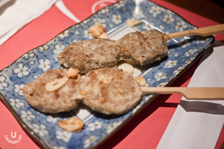 Gyu Tsukune (beef meatballs) and Maguro Tsukune (maguro meatballs) – all priced IDR 25.000. It was a bit dry to my liking.
