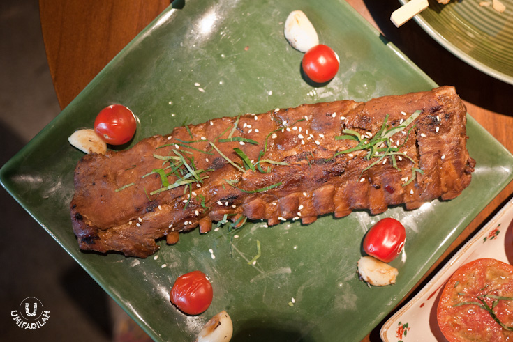 11-rack of Koushi No Ribu (Grilled Baby Back Ribs – IDR 195.000).  I don't eat any pork so now you have to judge yourself based on its appearance. But I thought that it looks too dry, and I had imagined a much bigger version of it. It is said that the meat had to undergo different steps of braising & grilling with akamiso (red miso paste), tobanjan (shili bean sauce), sesame seeds, mitsuba leaves, olive oil and lemon zest.