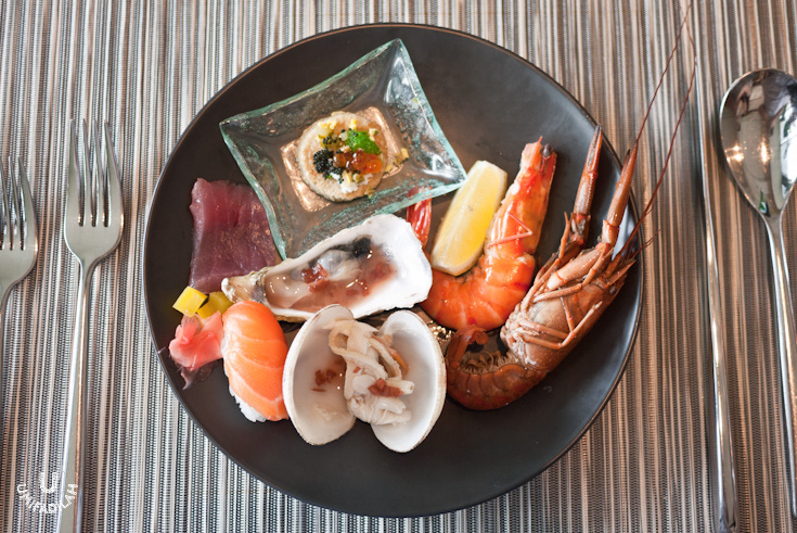 My plate from the Seafood Bar:  Blinis  (Russian buckwheat pancake) with  Salmon Roe/Ikura  &  Tobiko/ flying fish roe on top,  Oysters  on the half shell with red wine vinegar & shallots,  Jumbo Prawn, Crayfish , Tuna  sashimi  & Salmon nigiri  sushi .