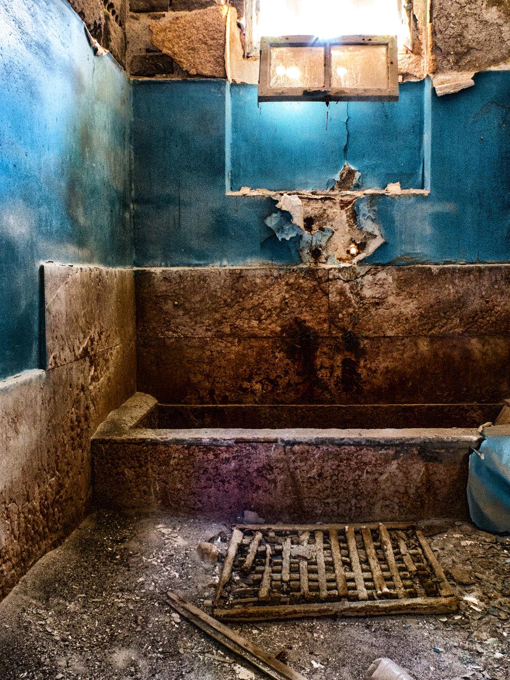Badeafdelingen nede i kælderen.