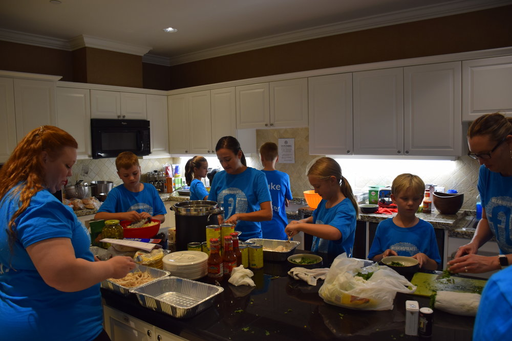 22SEP17-FisherHouse_Cooking01.JPG