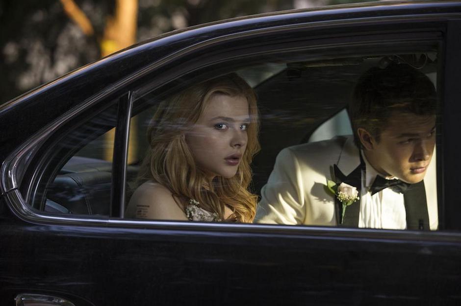 Chloe-Moretz-and-Ansel-Elgort-in-Carrie-2013-Movie-Image.jpg