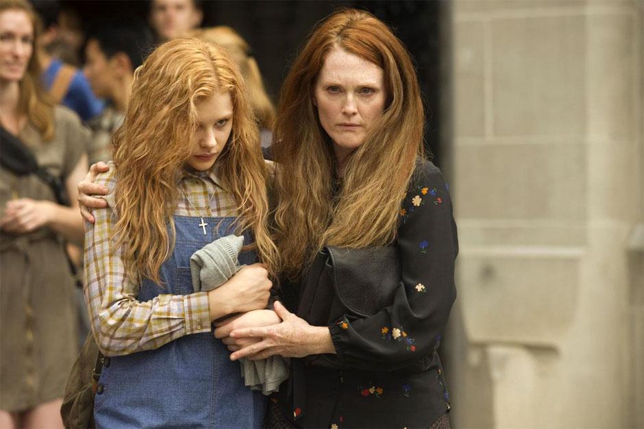 Chloe-Moretz-and-Julianne-Moore-in-Carrie-2013-Movie-Image.jpg