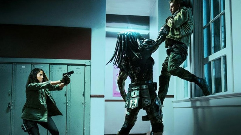lots-of-new-stills-from-the-predator-696x464_0.jpg