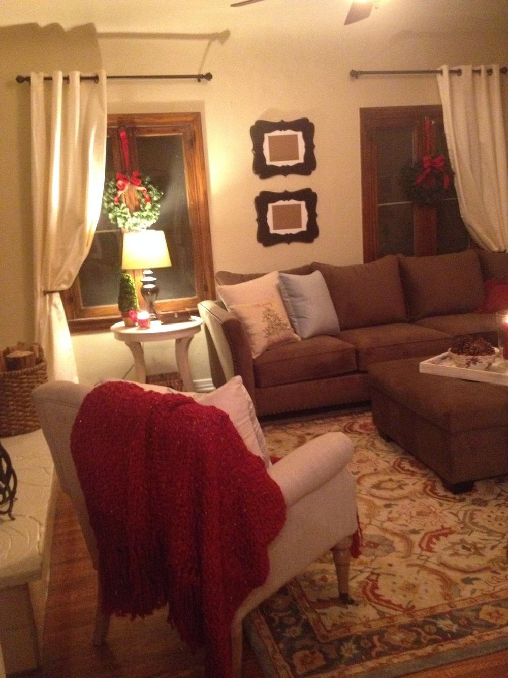 Cozy family room laura aguilar interiors for Cozy family room