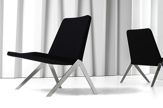 Guest seating that encourages a laid-back posture, like the Teknion Keele chair, invites relaxed conversation. Teknion