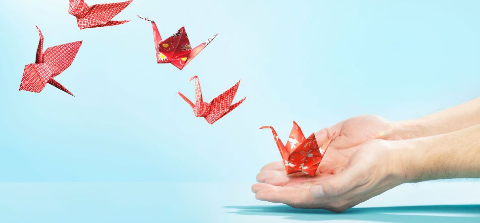 Red-origami-cranes-1920x900_28776.jpg
