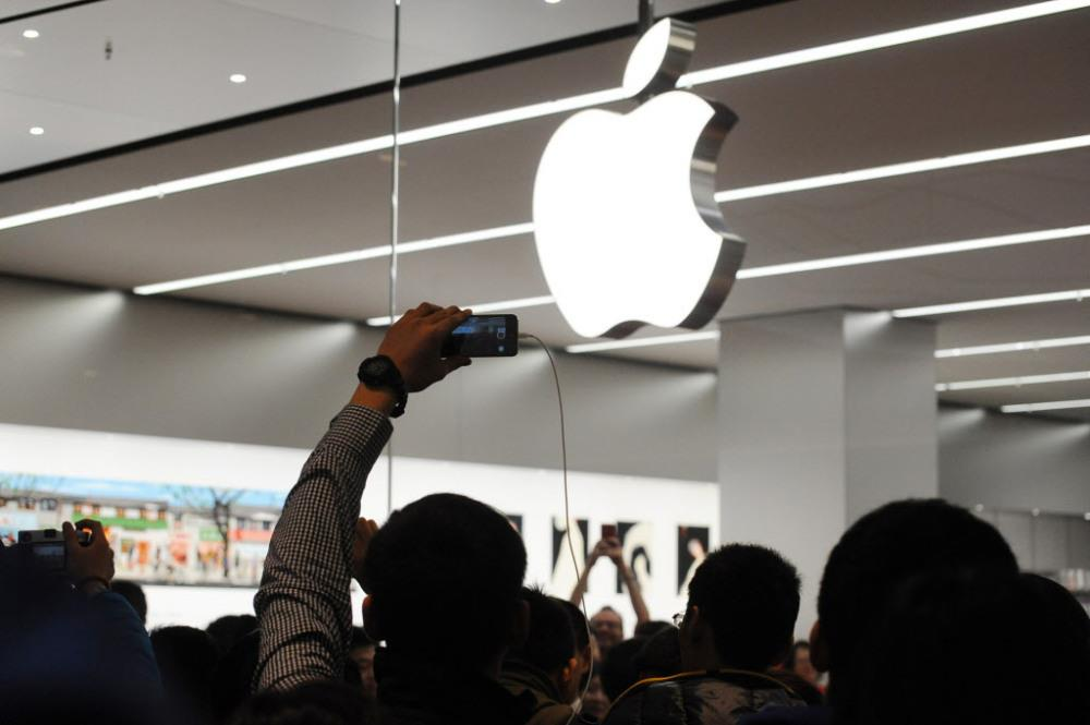 Apple Reaches Historic Valuation.jpg