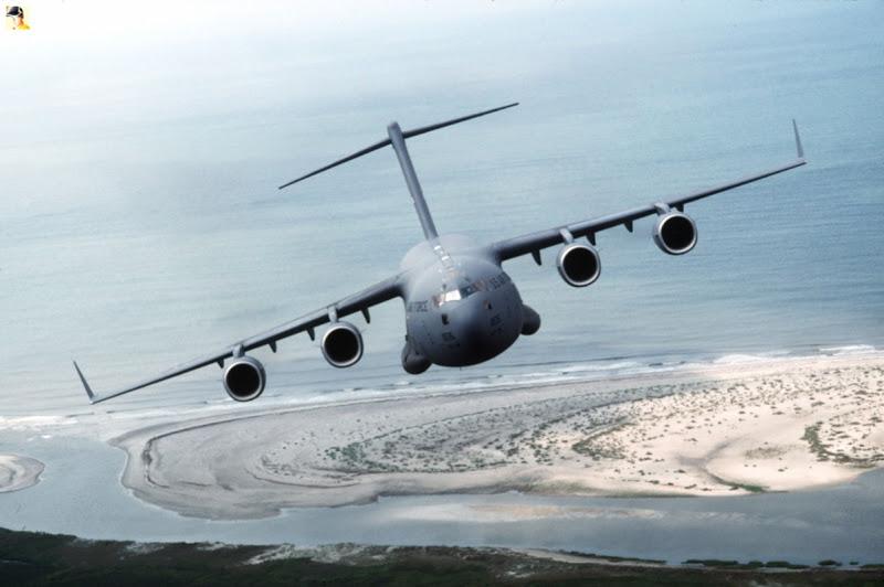 C-17_Globemaster_III_(2152145617).jpg
