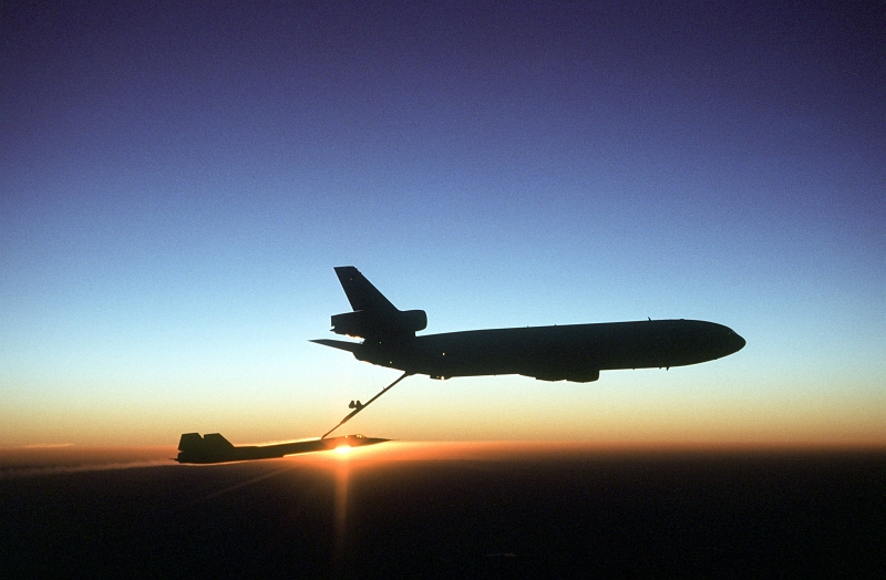 gpw-200702-60-UnitedStatesAirForce-DFST8303356-sunset-KC-10-Extender-refueling-SR-71-Blackbird-19810802.jpg