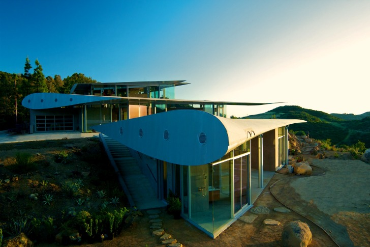 747 turned into a cliff house in Malibu.