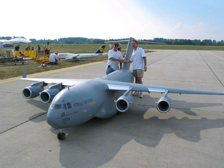 Model-Aircraft-C-17-Globemaster-III-05LG.jpg