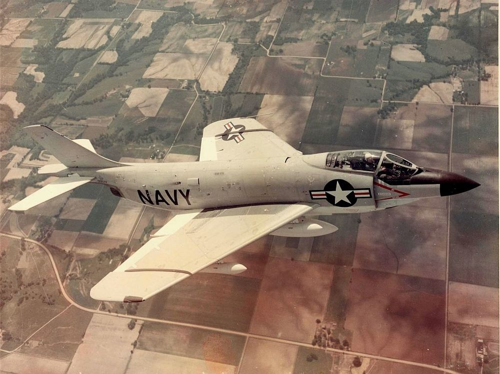 McDonnell_F3H-2N_Demon_in_flight_in_1956.jpg