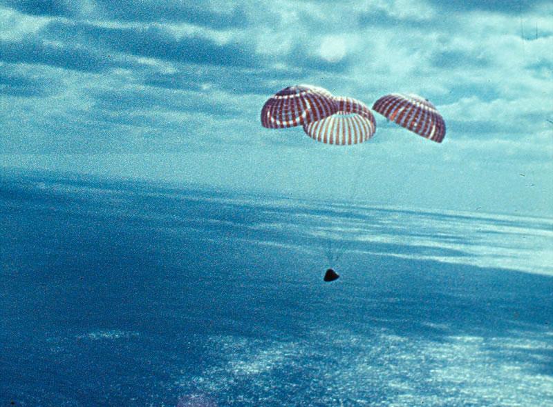 moon-parachutes_b.jpg
