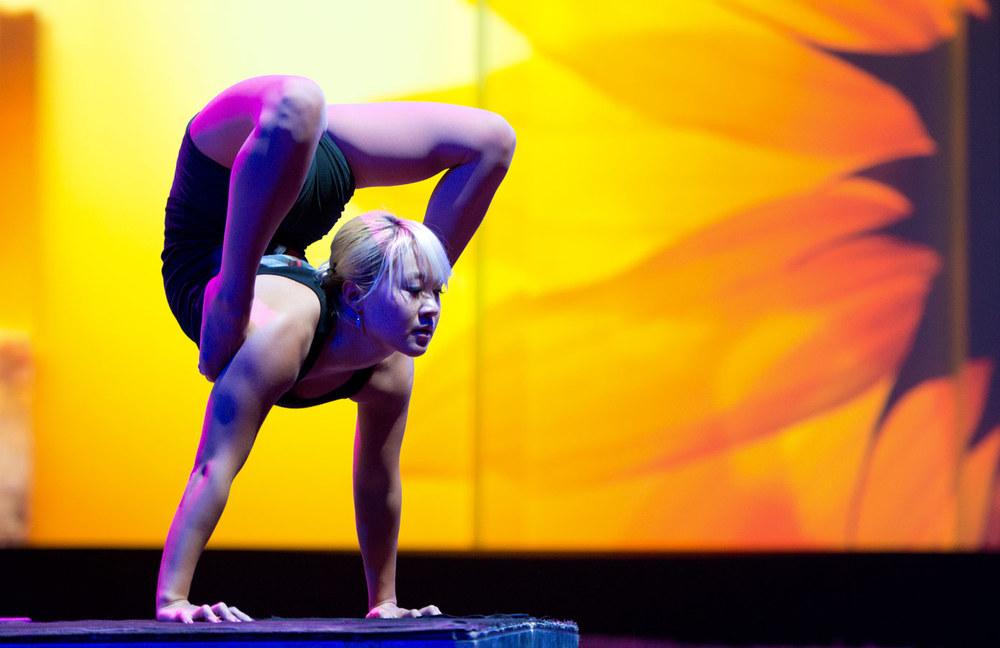 Ugi Otgonbayar,  contortionist