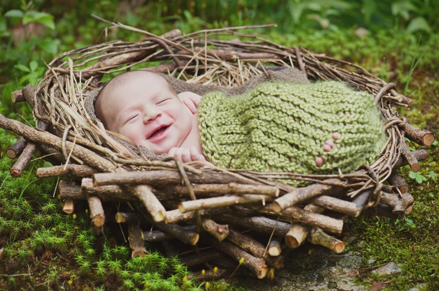 artistic natural outdoor newborn