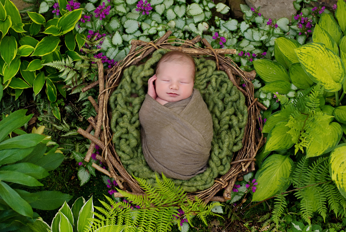 outdoor natural newborn photography