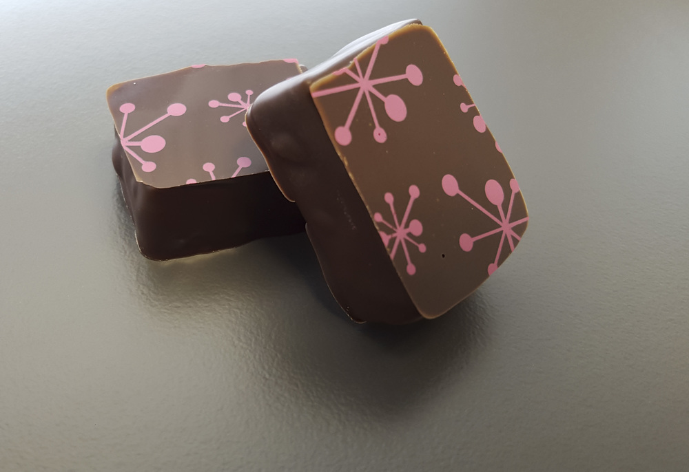 Mint  - 54% Dark chocolate blended with pure coconut oil and peppermint oil