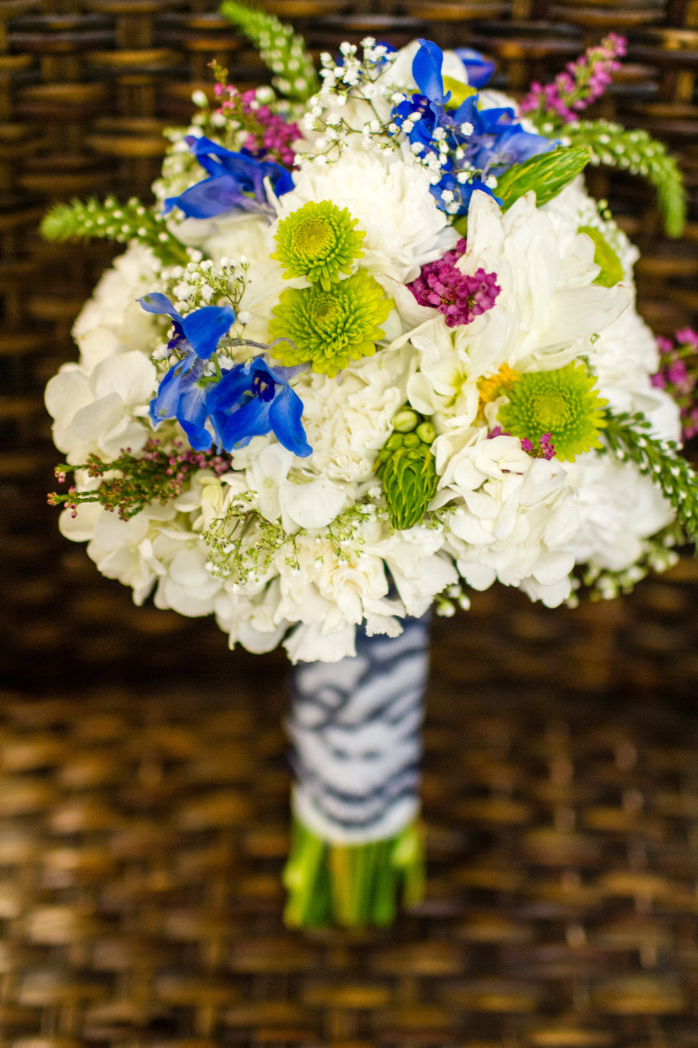 Vibrant-bridal-bouquet