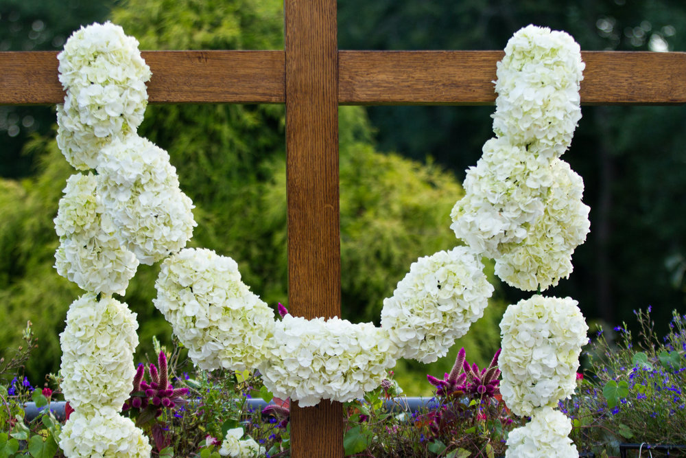 Flower covered cross wedding backdrop Meadowlark Botanical Garden Wedding Vienna wedding photographer