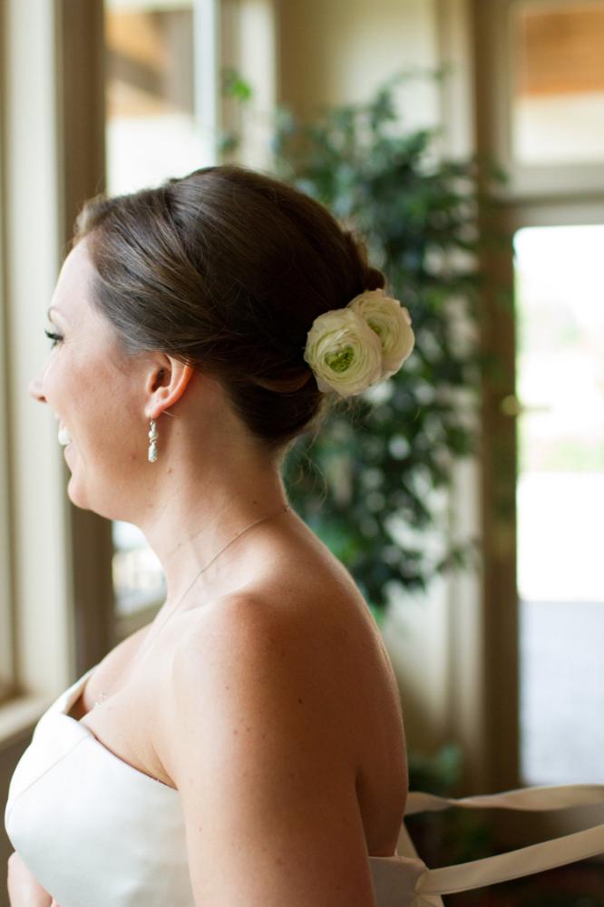 Bride getting ready | Bull Run Golf Club Wedding | Haymarket Wedding Photographer