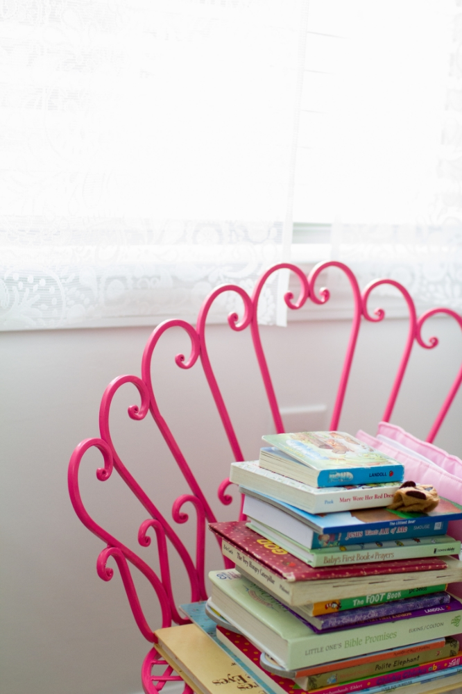 Bright pink kid's chair | Lorin Marie Photography