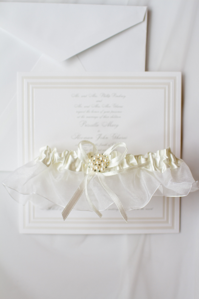 White garter | Lorin Marie Photography
