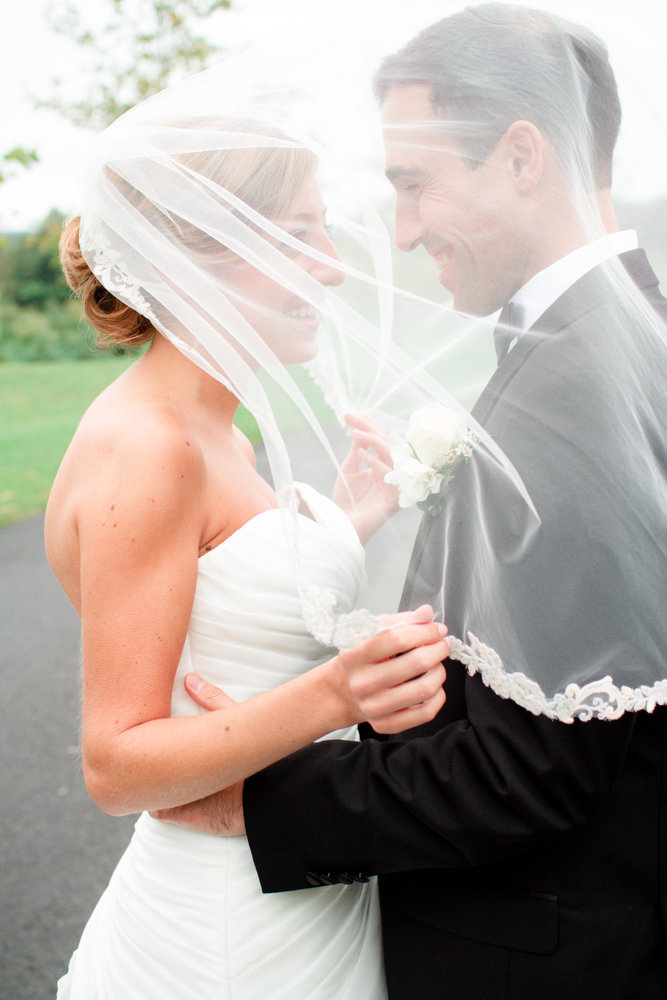 Beautiful wedding veil photo | Lorin Marie Photography