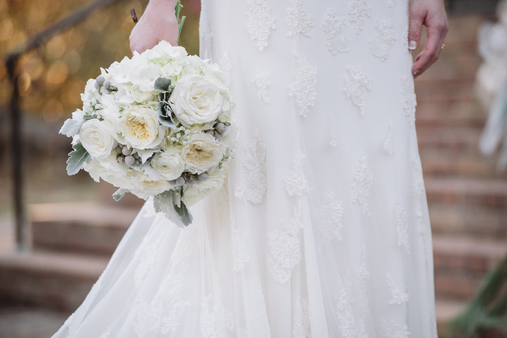 winter bride white bouquet