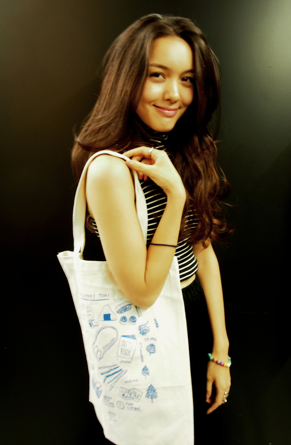 Michelle, Wood&Lead customer who bought and modeled the tote *___*