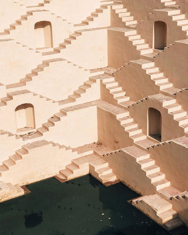 Amazing color palettes and shapes litter the corners in Jaipur. Since Rajasthan is located at the edge of the Thar dessert, stepwells are so important in water conservation. Love how they were constructed to form such beautiful texture and geometry. #naandeska
