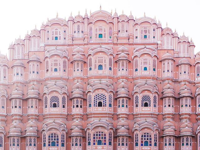 The Hawa Mahal, Palace of the Winds, blew us away with this stunning facade. #naandeska