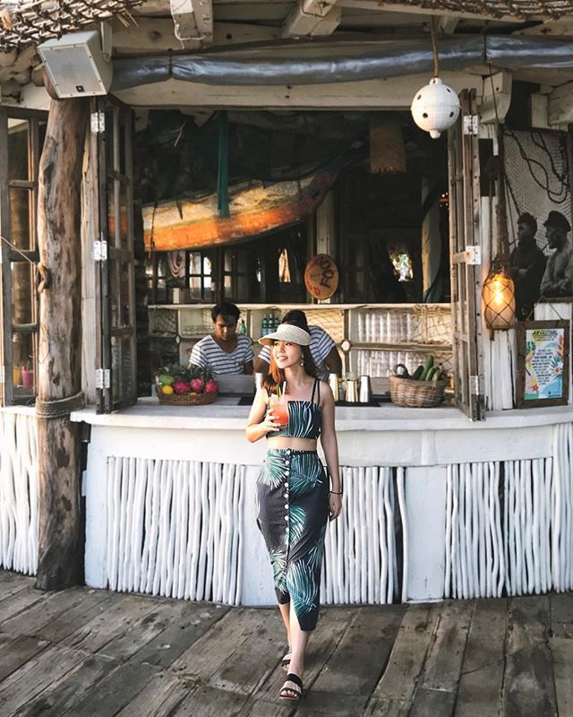 Can basically pass off as a wait staff in any cafe in Bali with this outfit. 🏝🥥🌿 #paddyanimalsgonewild
