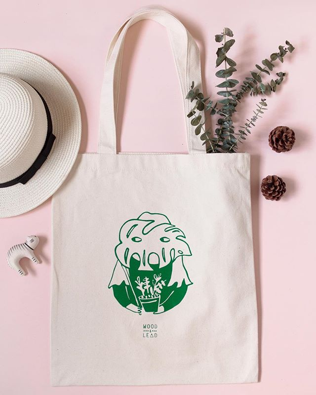 Our Plant Lady tote from the 'Wallflower' series is sold out. We will be slowly retiring our entire range of 'Wallflower' series of tote bags, so get yours while stocks last! I'm feeling a little nostalgic to say goodbye to this series that has grown along with me through the years but at the same time excited for a new phase to come. Thank you for all your support! 💪🏻✨