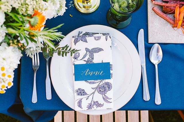 Lancaster is a cool community and I have such talented friends! My friends Jess and Dalanna put on a beautiful Summer Solstice dinner, where they served amazing food and drinks in a stunning atmosphere. I made these place cards for them ☺️. . . Food, drinks, and styling by @mrs.haldeman and @jandcoflorals. Napkins from @imaginegoods. Photos by @redfieldphoto.