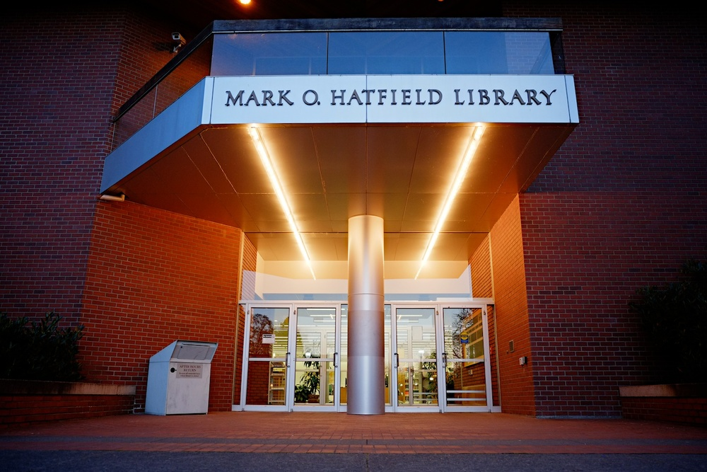Mark O. Hatfield Library, Willamette University. Fuji X-E1. 18-55mm.