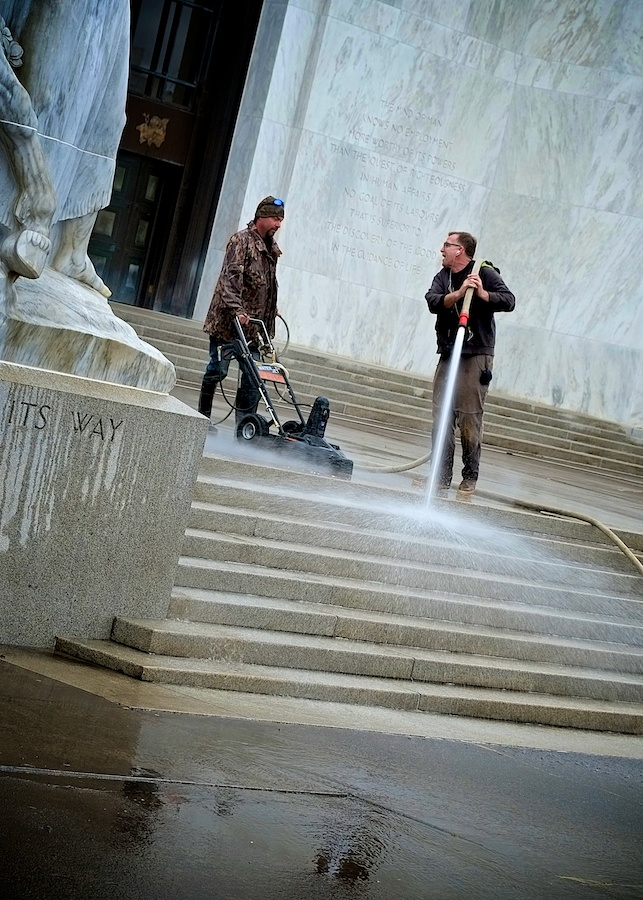 Power Wash. Oregon Capitol Building, Salem. Fuji X-E1. 18-55mm.