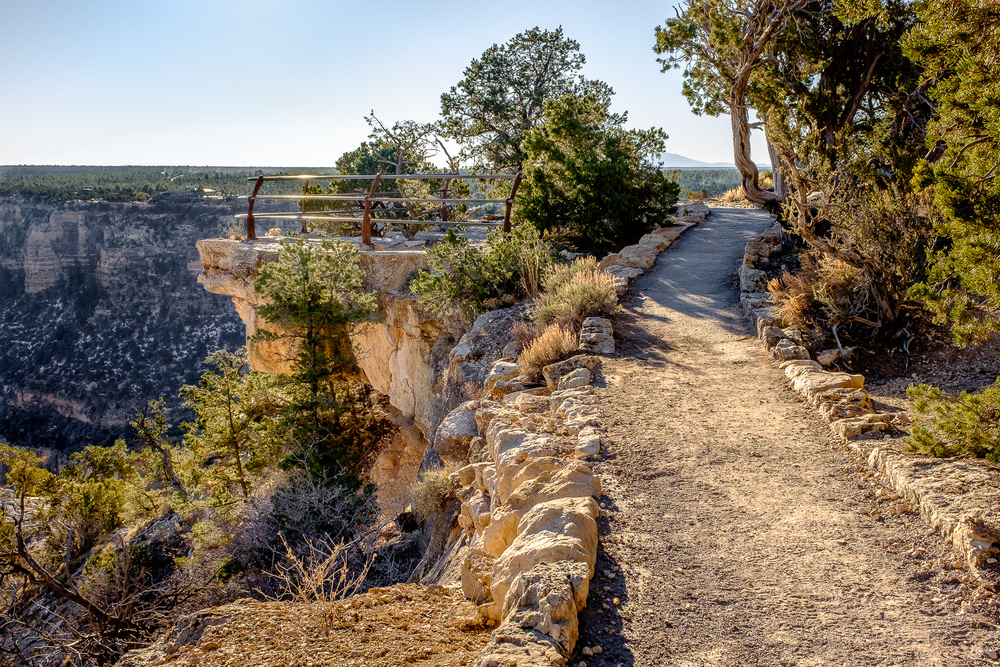 Grand Canyon Rim Trail -   A viewpoint along the Canyon Rim Trail [ Fujifilm X100t, f/11, 1/160s, ISO 400 ]