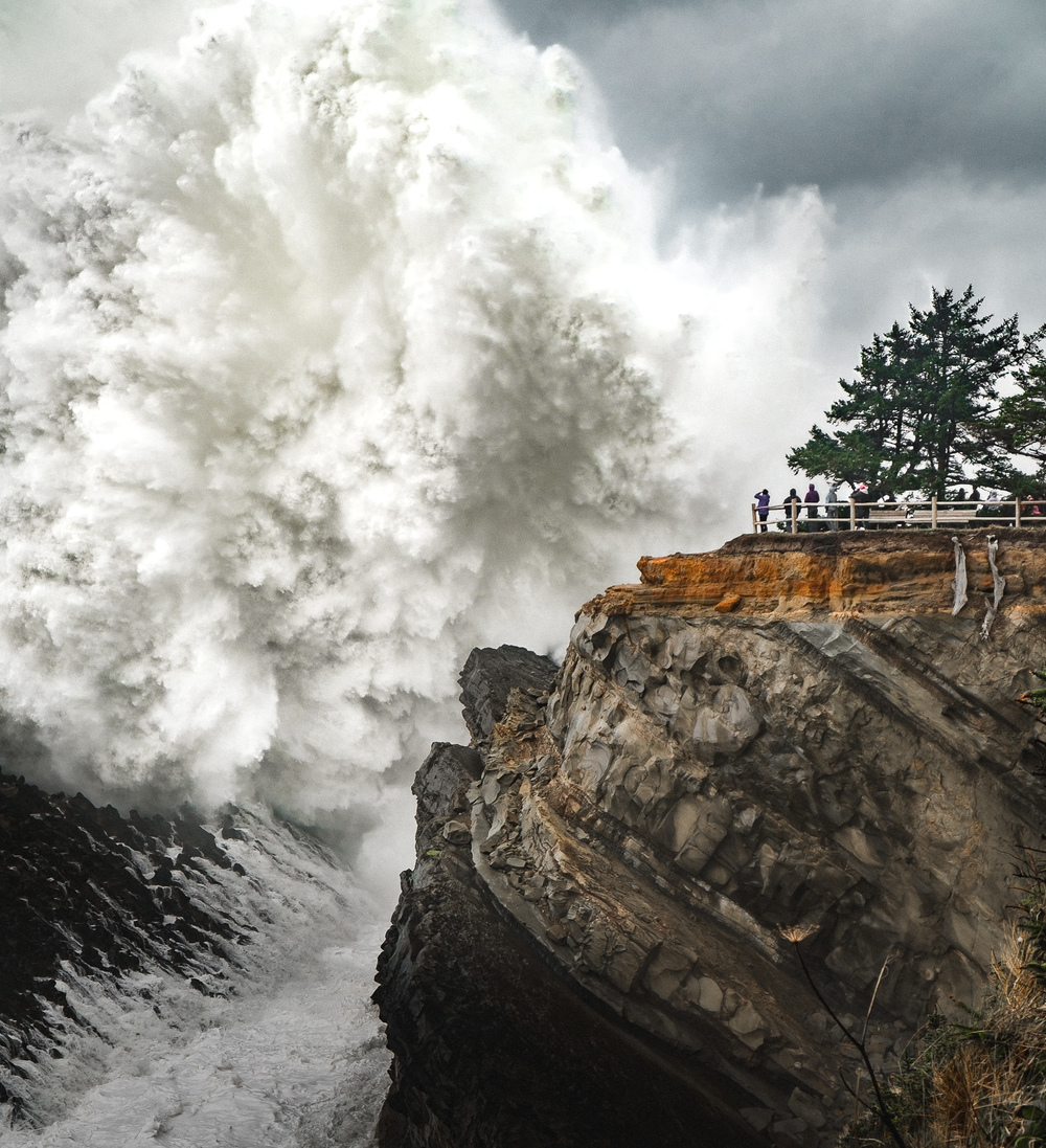 The Oregon Coast Trail near Shore Acres State Park provides a stunning display of the ocean's power.    [ Fujifilm X-E1, XF18-55mm @41mm, f/8, 1/125s, ISO 200 ]