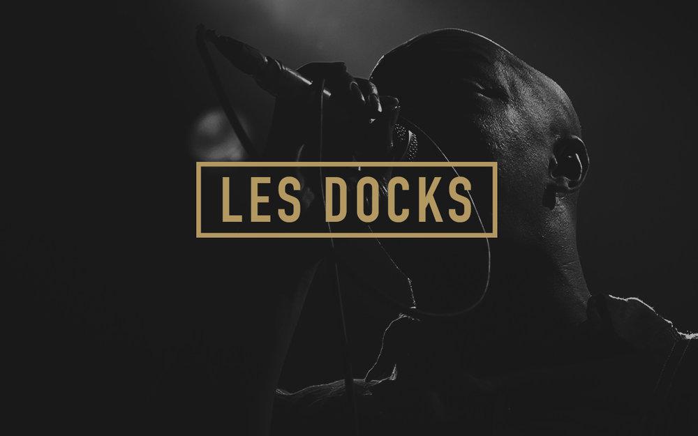 """Les Docks  Durant les années 2008 à 2010, j'ai travaillé en tant que photographe et graphiste designer pour la célèbre salle de concert """"Les Docks"""", située dans le quartier de Sévelin, à Lausanne.Parallèlement aux travaux sur la ligne graphique de la salle,je photographiais une partie des concerts qui s'y produisaient,me donnant l'occasion de côtoyer de nombreux artistes internationaux d'envergure."""